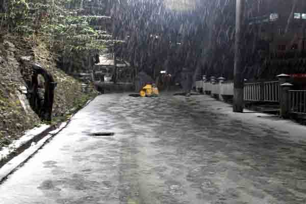 Shimla, Manali receives more snow