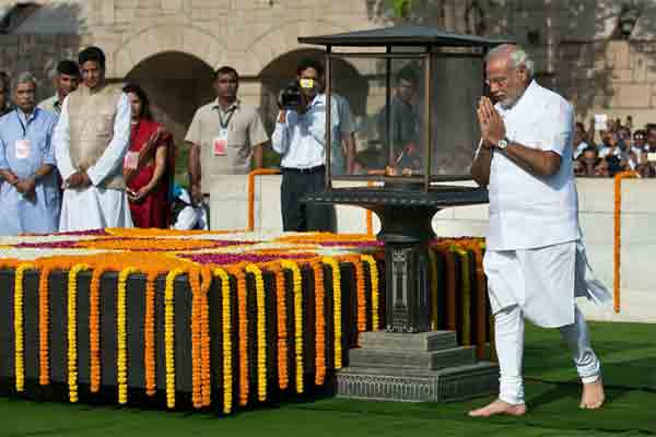 Nation pay homage to Mahatma Gandhi