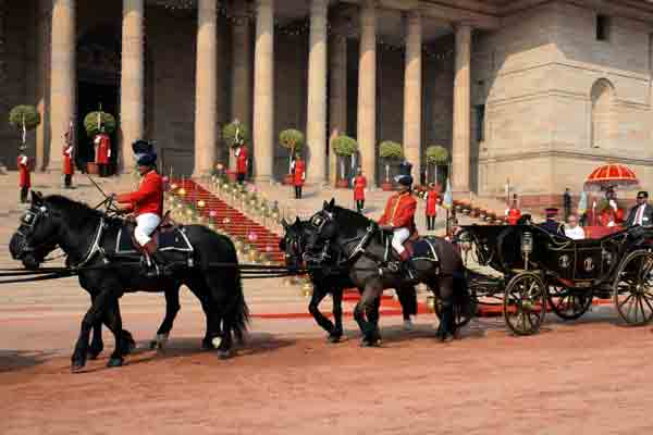 Tradition Revived: President uses buggy to arrive at Parliament