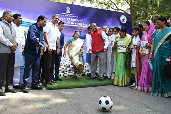 Sports Ministry promotes football in parliament