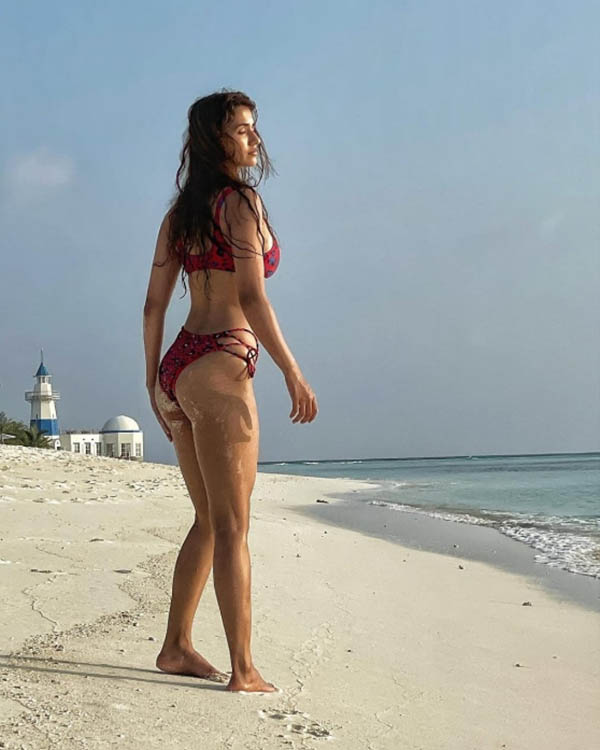 Disha Patani scorches up the internet with her holiday pics from Maldives