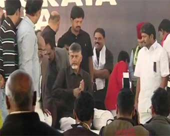 Andhra CM begins fast in Delhi for special status