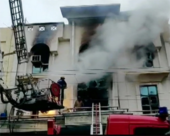 1 killed in fire at printing press in Delhi