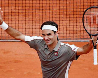 French Open: Federer returns with easy win, Kerber knocked out