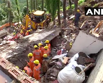 11 soldiers, civilian killed in Himachal building collapse