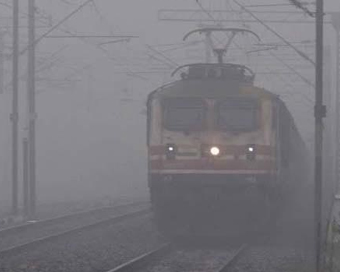 Fog brings visibility to 50m in Delhi, 20 trains delayed