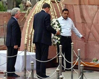 At Jallianwala, British envoy non-committal on apology