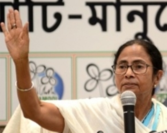 Mamata changes FB, Twitter DPs to