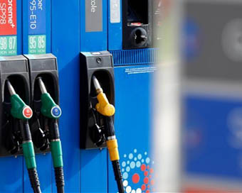 Diesel price extends its gap with petrol, falls again