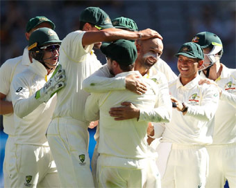 Australia defeat India in second Test