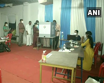 Polling for Tamil Nadu, Puducherry Assembly begins