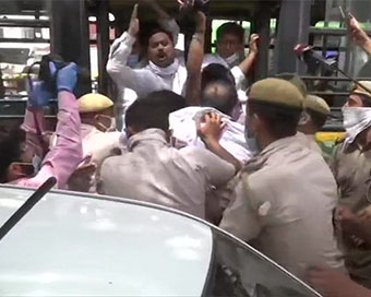 AAP workers protesting against fuel hike detained