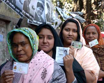 Bangladesh polling closes amid clashes, opposition boycott