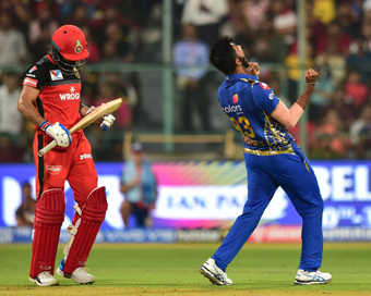 IPL: Mumbai pip Bangalore to clinch nail-biter