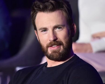 Chris Evans uses nude photo leak to exhort voter turnout in US polls
