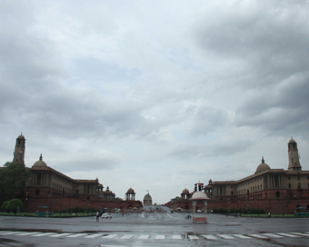 Cloudy day in Delhi, rains likely