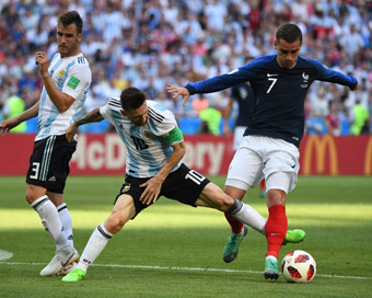 World Cup: France in quarter-finals, pip Argentina 4-3
