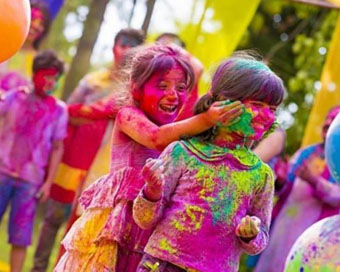 Happy Holi 2020: WhatsApp Wishes, Messages, SMS, Status, Quotes & Greetings