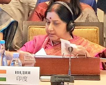 Sushma, Qureshi exchange pleasantries on sidelines of SCO meeting