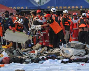 Search on for crashed Indonesian plane, 24 bags of body parts retrieved