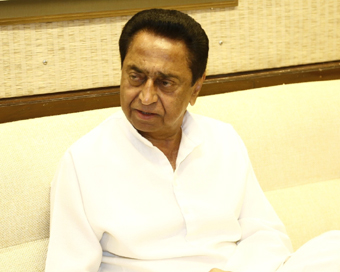 8th MLA returns to partyfold, meets Kamal Nath