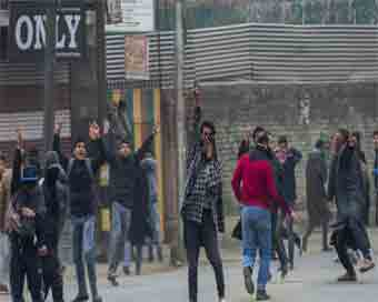 Protestors, security forces clash in Kashmir