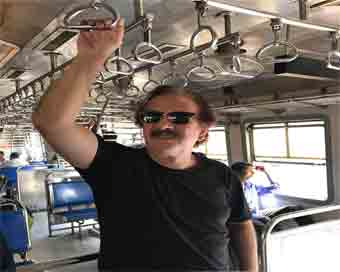Majid Majidi travels in Mumbai
