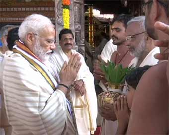 Modi prays for India