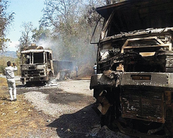 Maoists torch two vehicles in Jharkhand