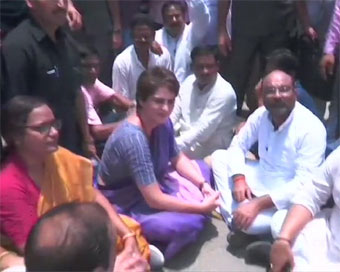 Priyanka detained after protest in Mirzapur
