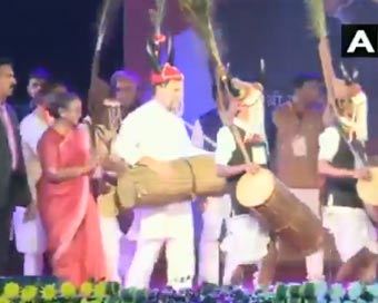 Rahul Gandhi kicks off tribal dance fest in Raipur