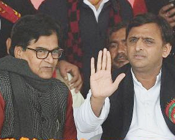 After truce talks fail, Akhilesh camp submits affidavit to EC