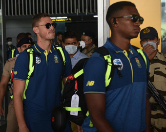 SA cricket team arrives in Kolkata, received by CAB officials