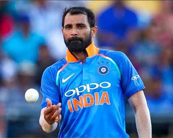 Mohammad Shami helping poor by distributing masks, food packets in UP
