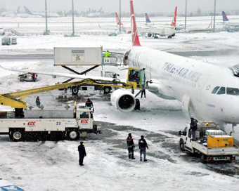 Over 600 flights cancelled in Turkey due to snowfall