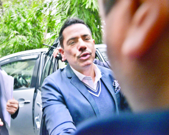 ED questions Vadra for over 8 hours, asks him to appear again on Monday