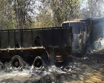 Maoist torch three vehicles in Jharkhand