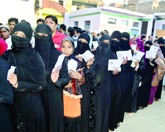Jammu turnout 72%, Baramulla 35; student killed in firing