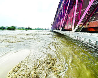 Yamuna floods homes, thousands shifted