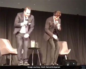 SRK teaches Lungi dance to Brett Ratner