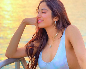 Janhvi Kapoor creates waves in sexy cut-out monokini