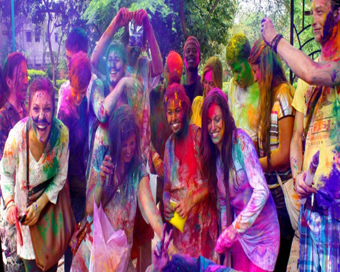 Tips to chose right cloth for Holi celebrations