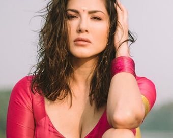 Photoshoot: Sunny Leone sizzles in traditional Kerala outfit